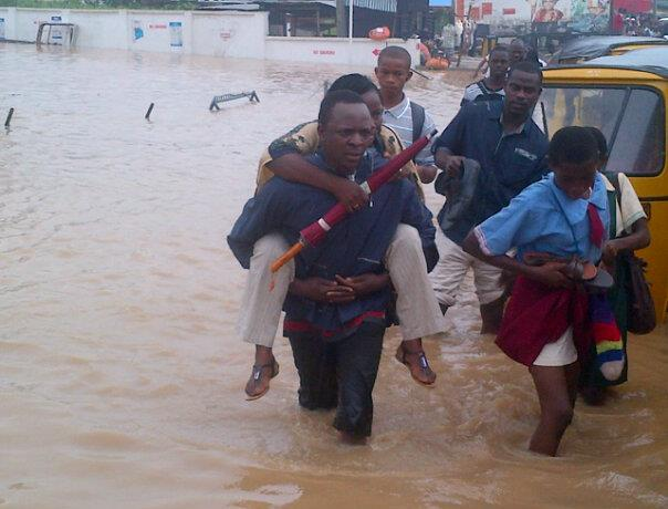 lagos thunderstorms flooding july 2013