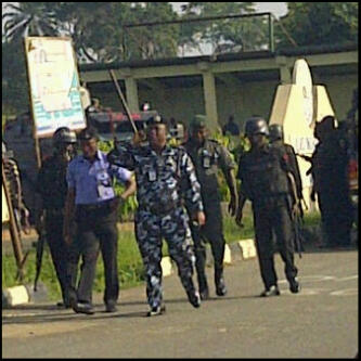 Mobile police officers directed to quell the OOU students' protest